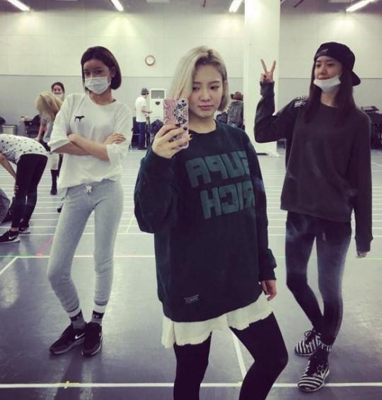 コンサートに向け練習の真っ最中の少女時代の(左から)スヨン、ヒョヨン、ユナ。(写真=ヒョヨンのインスタグラム)