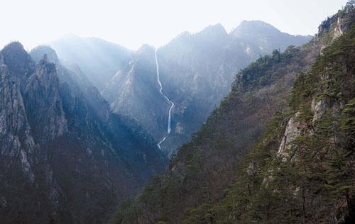 雪岳山・土旺城瀑布。