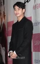 23日、ソウル城東区杏堂洞のCGV往十里で行われた映画『桃李花歌』VIP試写会に登場した俳優のキム・スヒョン。