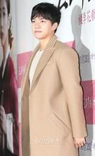 23日、ソウル城東区杏堂洞のCGV往十里で行われた映画『桃李花歌』VIP試写会に登場した俳優のイ・スンギ。