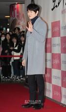 23日、ソウル城東区杏堂洞のCGV往十里で行われた映画『桃李花歌』VIP試写会に登場した俳優のユ・ヨンソク。
