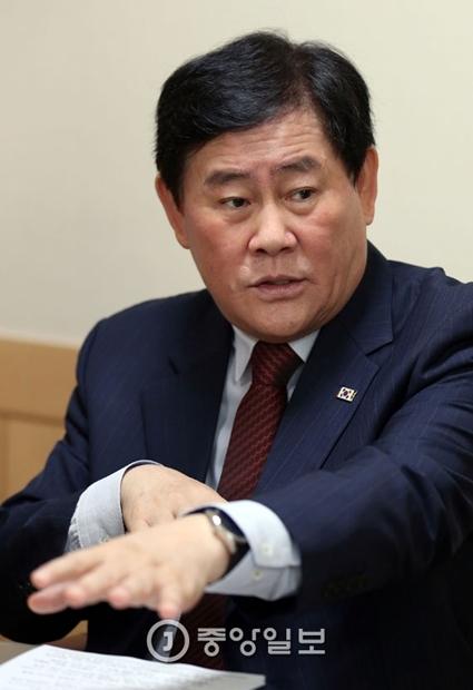 崔ギョン煥(チェ・ギョンファン)副首相兼企画財政部長官(写真=中央フォト)
