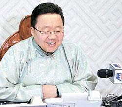 モンゴルのエルベグドルジ大統領が今年1月、300万人目の国民になった赤ん坊の親にお祝いの電話をかけた。