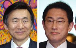 尹炳世(ユン・ビョンセ)外交長官(左)、岸田外相(右)
