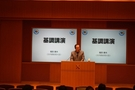 基調講演する日本の福田康夫元首相。