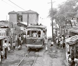 ソウル市内を走っていた電車。1899年から70年間、都心の主な交通手段だった。(写真=ソウル市)