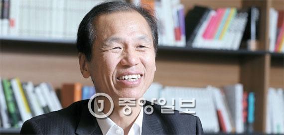 崔文洵(チェ・ムンスン)江原道(カンウォンド)知事は11日「2年先に迫った平昌(ピョンチャン)冬季オリンピック成功のために国民的ブームが造成されるには、政府レベルの支援が必要だ」と話した。