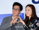 3日、ソウルCGV往十里で行われた映画『ハッピーログイン』の試写会でポーズを取っている俳優キム・ジュヒョク(左)と女優チェ・ジウ。