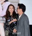 3日、ソウルCGV往十里で行われた映画『ハッピーログイン』の試写会に登場した女優チェ・ジウ(左)と俳優キム・ジュヒョク。