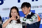 3日、ソウルCGV往十里で行われた映画『ハッピーログイン』の試写会に登場した女優イ・ミヨン(左)と俳優ユ・アイン。