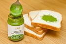 「グリーンティーミルクスプレッド」は、控えめな甘さで苦みもなく、さっぱりとした緑茶味でやみつきになると評判です。食パンやバゲット、スコーンやドーナツにもあいます。