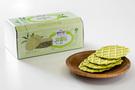 emart(イーマート)のプライベートブランド「PEACOCK(ピーコック)」は、子どもの健康に気を遣うお母さんをターゲットに、無添加で作られたお菓子「オンマ基準」ラインを販売。新製品「ワッフル米(ワップルミ)/緑茶」(1,500ウォン/1箱)は、韓国産のお米で作られており、価格もお手ごろです。