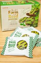 良質な原料を使ったロッテ製菓のブランド「Farm on the Road」の新味「グリーンチョココ」(2,500ウォン/1箱)はさわやかな緑茶味のクッキーにミルクチョコがかけられています。コンビニ「GS25」で購入できます。