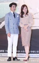 17日、ソウル永登浦のタイムスクエア・アモリスホールで行われたKBSの週末ドラマ『子供が5人』(原題)制作発表会に登場した俳優アン・ジェウク(左)と女優ソ・ユジン。