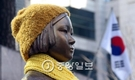 日本大使館前の少女像。(写真=中央フォト)