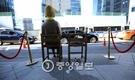 2015年最後の日である31日、日本大使館前の慰安婦少女像。