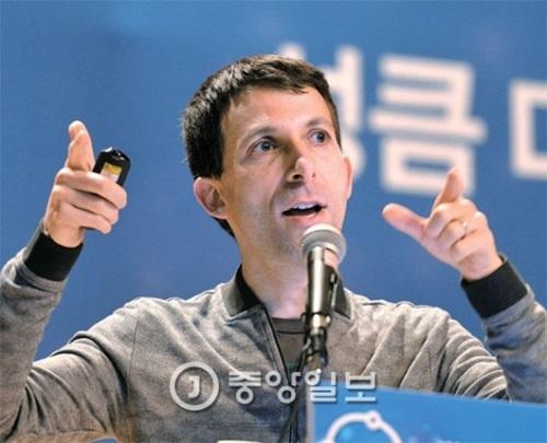 「アルファ碁」の開発者デビッド・シルバーが8日午後城南市板橋の京畿創造経済革新センターで講演している。