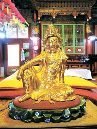 高麗後期から朝鮮初期の間に製作されたものと推定される金銅観音菩薩坐像が発見された。(写真=曹渓宗)