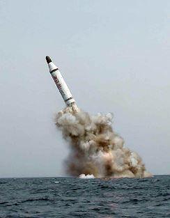 北朝鮮がSLBMを奇襲発射。