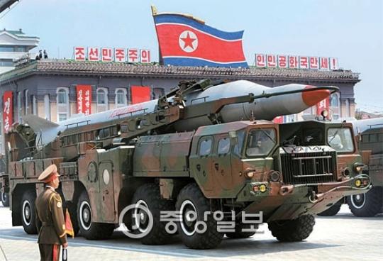 北朝鮮が2013年に平壌の金日成広場で開かれた停戦60周年閲兵式で公開したムスダン。(中央フォト)
