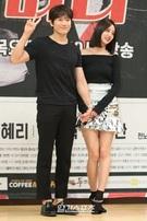19日、ソウルSBS社屋で開かれたドラマ『タンタラ』の制作発表会に登場した俳優チソン(左)とGirl's Dayヘリ。