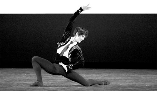 世界の男性バレエ界のトップに上ったキム・ギミン。「毎日毎日、一生懸命に鍛えるだけ」と話した。キム・ギミンがバレエ『ドン・キホーテ』でカリスマ性にあふれた演技をしている。(写真=キム・ギミンのフェイスブック)