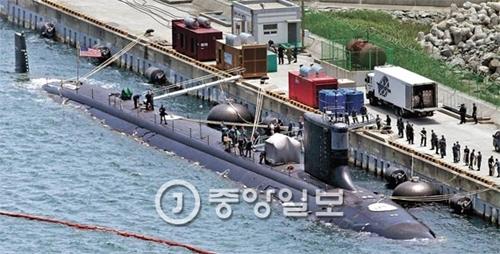 13日午前、米国海軍の原子力潜水艦「ミシシッピ」が韓国海軍作戦司令部釜山基地に入港している。