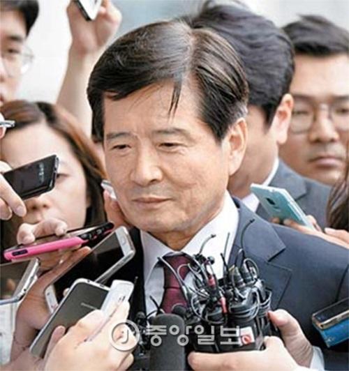 南相兌前大宇造船海洋社長が27日、被疑者として調査を受けるためソウル高等検察庁に召喚された。