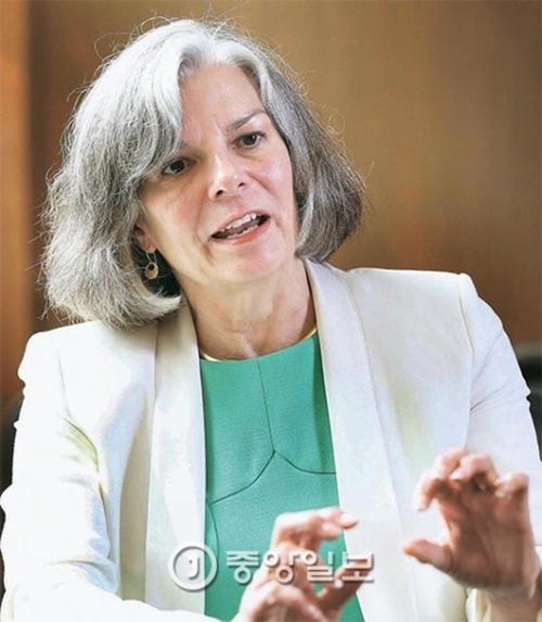 新型肺炎と闘ったジュリー・ガーバーディング元米疾病対策センター(CDC)所長は、グローバル伝染病拡散を防ぐための常時準備態勢について助言した。