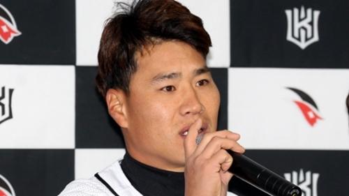 自分の車の中で女性を見ながらわいせつ行為をして摘発された金相賢(キム・サンヒョン)に対し、球団のKTウィズは「任意脱退」とする見込みだ。(写真=韓国日刊スポーツ)
