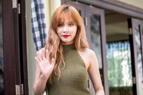 歌手ヒョナ
