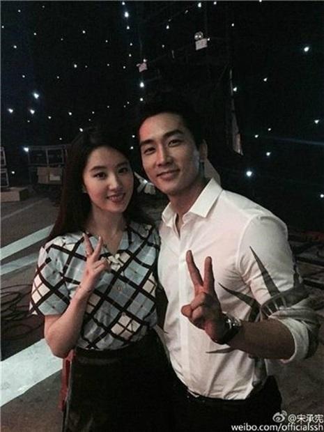 劉亦菲(左)とソン・スンホン