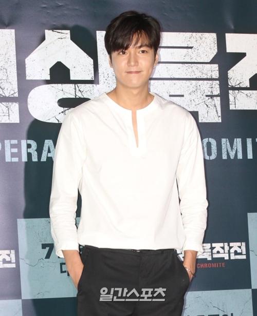 25日午後、ソウル永登浦区のCGV永登浦で行われた映画『仁川上陸作戦』VIP試写会に登場した俳優のイ・ミンホ。