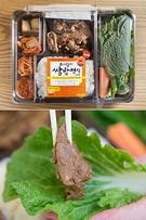 「セブンイレブン」は今週、サンチュなどの新鮮な葉野菜に、豚肉やご飯を包んで食べる見た目も豪華な「包みご飯定食弁当(サンパッジョンシットシラッ/4,500ウォン)」を新発売。一昔前まで存在感が薄かった韓国コンビニ弁当ですが、最近は選ぶのに迷うほどバラエティ豊かになってきているようです。