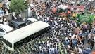 黄教安首相の一行を乗せたミニバスが15日午後、トラクターまで動員した住民に進路をふさがれ、郡庁付近の公営駐車場から出ることができなかった。黄首相はミニバスの中から6時間ほど動けなかった。
