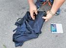 住民を避けて抜け出す過程で、黄首相は携帯電話と手帳が入ったスーツの上着を紛失した。