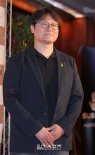 チョ・ジョンレ監督