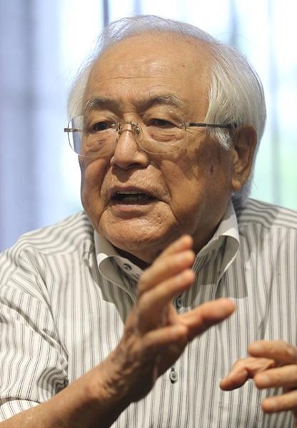 日本のOB・現職官僚として初めて陜川(ハプチョン)原爆犠牲者慰霊祭を訪れた元広島市長の平岡敬氏。