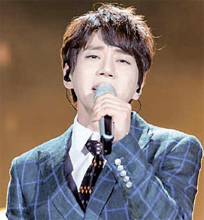 歌手ファン・チヨルは先月、浙江省衛星TV芸能番組に出演して収録を終えたが13日放送分では出演場面が削除されたりモザイク処理された。(放送キャプチャー)