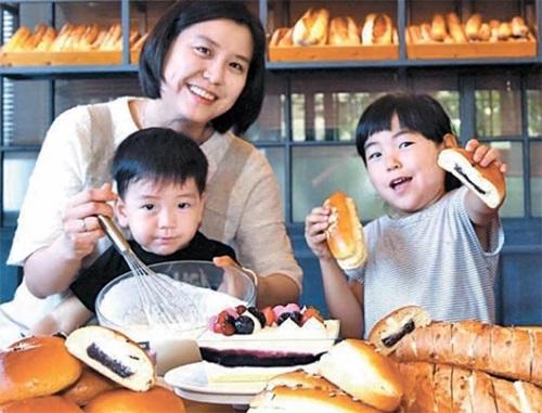 在来乳酸菌であるキムチ乳酸菌が含まれた製品が次々と登場している。キムチ乳酸菌が入ったCJフードビル「TOUS les JOURS」のパンとケーキ。(写真=CJフードビル)