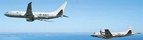米国は2009年、P-8ポセイドン海上哨戒機を開発し、P-3Cオライオンと入れ替えた。ポセイドン(左)がオライオンとメリーランド州パタクセントリバー海軍航空基地上空を飛行している。(写真=米海軍ホームページ)