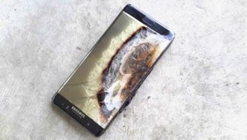 豪州のあるホテルで充電中のノート7が爆発した。「Crushader」というIDを使うこのユーザーは自身が豪州で爆発した初めての事例だと明らかにした。(写真=インターネット・コミュニティReddit)