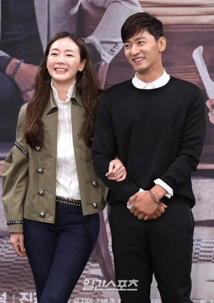 女優チェ・ジウ(左)と俳優チュ・ジンモ(右)