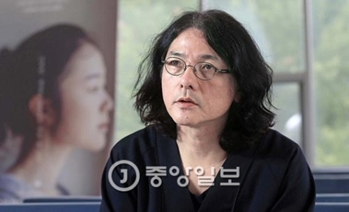 28日ソウル建国(コングク)大学でこの日に封切りした映画『リップヴァンウィンクルの花嫁』について説明する岩井俊二監督。