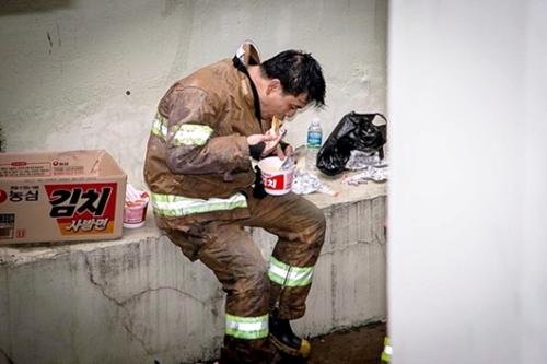 韓国で最も尊敬されている職業は消防士だという。(写真=中央フォト)