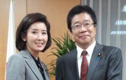 東京で会った羅卿ウォン(ナ・ギョンウォン)議員(左)と加藤1億総活躍担当相。