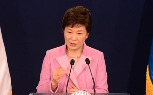 2014年の新年記者会見をする朴大統領。この時、朴大統領は「統一テバク」と語った。(中央フォト)