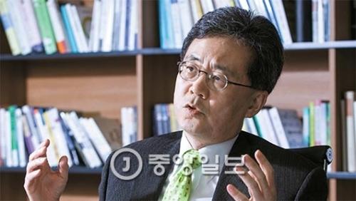 最近WTO上級委員に選出された金鉉宗(キム・ヒョンジョン)韓国外大教授は先月21日、「トランプ政権との交渉を成功させるにはお互い顔を立てなければいけない」と強調した。