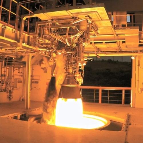 75トン級ロケットエンジンの燃焼試験の様子(写真=韓国航空宇宙研究院)