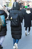 日を追うごとに寒さが深まるソウル。今冬は膝下まであるロングダウンコートが最旬防寒ファッションとして注目を集めています。